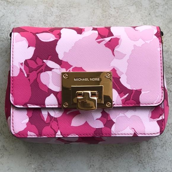 7339bd90f9b2 Micheal Kors Tina Small Clutch Granita Pink Floral